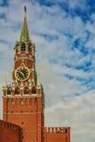 Klocka på det Spassky tornet av Kreml Arkivbild
