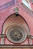 Klocka på gammal stadmarknad i Warszawa, Polen Fotografering för Bildbyråer