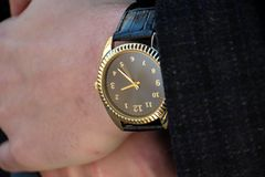 Klocka på handen Arkivbild