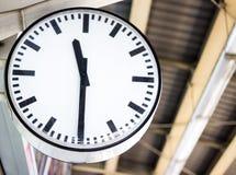 Klocka på stationen Royaltyfria Foton