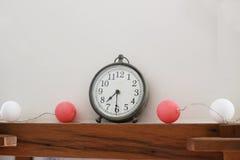 Klocka som bort tickar minuter Fotografering för Bildbyråer