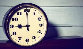 Klocka tappning klocka för retro, för nolla nio ` i morgonen och afton royaltyfria foton