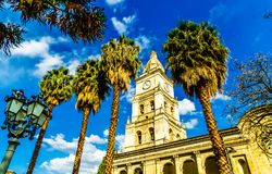 Klocka torn av catedral de San Sebastian i Cochabamba - Bolivia arkivfoto