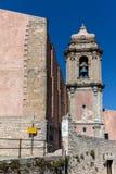 Klocka torn av Chiesaen di San Giuliano Royaltyfri Foto