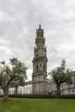 Klocka torn av den Clerigos kyrkan, en berömd panorama- synvinkeldestination av Porto Royaltyfria Bilder