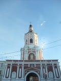 Klocka torn av den Donskoy kloster Royaltyfri Foto