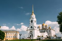 Klocka torn av den Dormition domkyrkan i Vladimir, Ryssland Dormition domkyrka i Vladimir - antagandedomkyrka Arkivbild