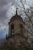 Klocka torn av den gamla kristna domkyrkan Arkivfoton