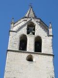 Klocka torn av den gammala kyrkan Arkivbilder