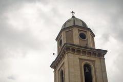 Klocka torn av den koloniala kyrkan av staden av Iza royaltyfri bild
