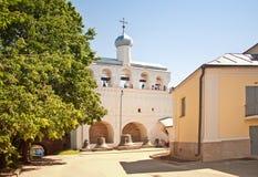 Klocka torn av den Sofia domkyrkan i Novgorod utmärkt Arkivfoton