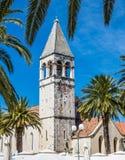 Klocka torn av den StDominic kyrkan - Trogir, Kroatien Arkivbilder