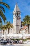Klocka torn av den StDominic kyrkan - Trogir, Kroatien Royaltyfria Foton