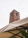 Klocka torn av domkyrkan av Pietrasanta Arkivfoto