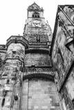 Klocka torn av en forntida domkyrka Arkivfoton