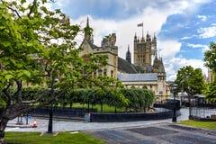 Klocka torn av kyrkan av St Peter på Westminster, London, England, Storbritannien Royaltyfria Bilder