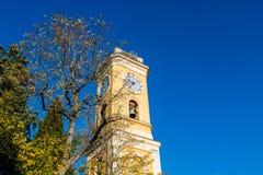 Klocka torn av kyrkan av vår dam av antagandet av Eze arkivbild
