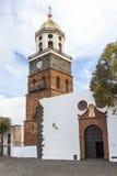 Klocka torn av kyrkliga Iglesia de Nuestra Senora de Guadalupe i Teguise, Lanzarote, kanariefågelö Royaltyfri Bild