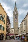 Klocka torn av kyrkliga StMichael i Bressanone Arkivfoto
