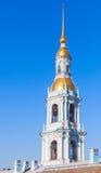Klocka torn av ortodoxSt Nicholas Naval Cathedral royaltyfri bild