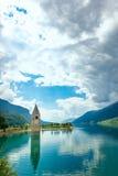 Klocka torn av Reschenseen Royaltyfria Bilder