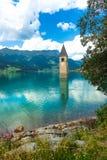 Klocka torn av Reschenseen Royaltyfri Fotografi