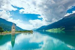 Klocka torn av Reschenseen Fotografering för Bildbyråer