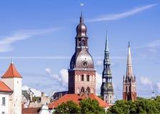 Klocka-torn av Riga domkyrkor, Lettland royaltyfria bilder