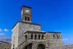 Klocka torn av slotten av Gjirokastra, Albanien arkivfoto
