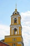 Klocka torn av templet av helig martyrEugenia i Kherson Kristi födelsenunnekloster i Moskva, Ryssland Arkivfoton