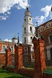 Klocka torn i den Volokolamsk Kreml Ryssland arkivfoton