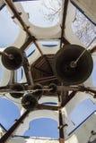 Klocka torn inom i kristen ortodox kloster på den soliga vinterdagen, lodlinje Royaltyfri Foto