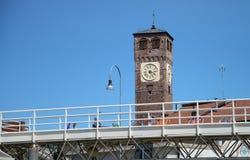 Klocka torn med klockan Arkivfoton