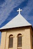 Klocka torn med korset Arkivbilder
