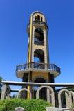 Klocka torn, nära statyn av den jungfruliga Maryen Arkivbilder