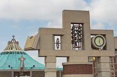 Klocka torn och klocka av basilikan av vår dam Guadalupe i mig Arkivfoto