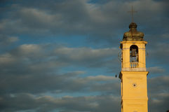 Klocka torn och molnig himmel Royaltyfri Bild