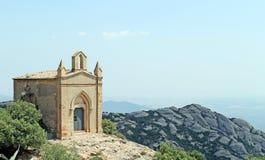 Klocka torn på berget av Montserrat, Spanien. Arkivfoto
