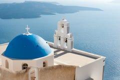 Klocka torn på Santorini royaltyfria bilder