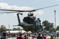Klocka uh-1 iroquois helikopter som tar av Royaltyfri Foto