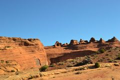 Klocka vaggar berget i Sedona Arizona royaltyfri foto