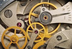 klockacloseupkugghjul arkivbilder