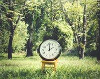 Klockainstrument av begreppet för Tid tidsbeställningsledning arkivfoton