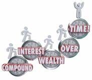 Klockan för rikedom för sammansatt intresse uttrycker med tiden folk som sparar måndag Royaltyfri Bild