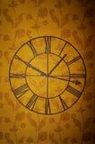 klockan figures den roman väggen arkivfoto