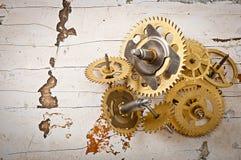 klockan gears mekaniskt arkivfoton