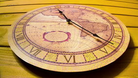 Klockan på väggen Timelapse arkivfilmer