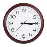 Klockan visar femton minuter av fjärdedelen Royaltyfri Bild