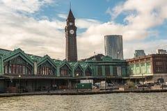 Klockatorn över den Hoboken drevstationen royaltyfri foto