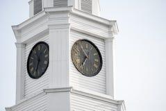 Klockatorn överst av en domstolsbyggnad Fotografering för Bildbyråer